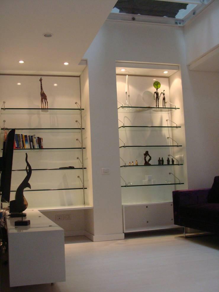RESIDENCIA TAO GRANADOS - Mueble y enchape salon de Mako laboratorio Minimalista Madera Acabado en madera