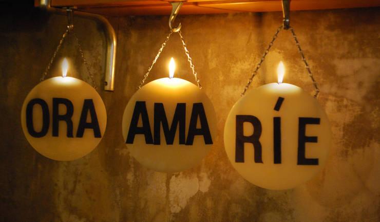 Velas Colgantes aromatizadas: Livings de estilo  por protocolo criollo®