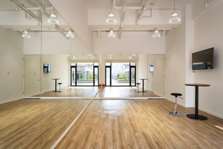 E BENE 北欧風商業空間 の 株式会社深田建築デザイン研究所 北欧