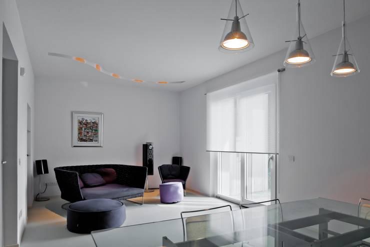 Salone: Soggiorno in stile  di Studio Olmeda Arch. Marco Amedeo