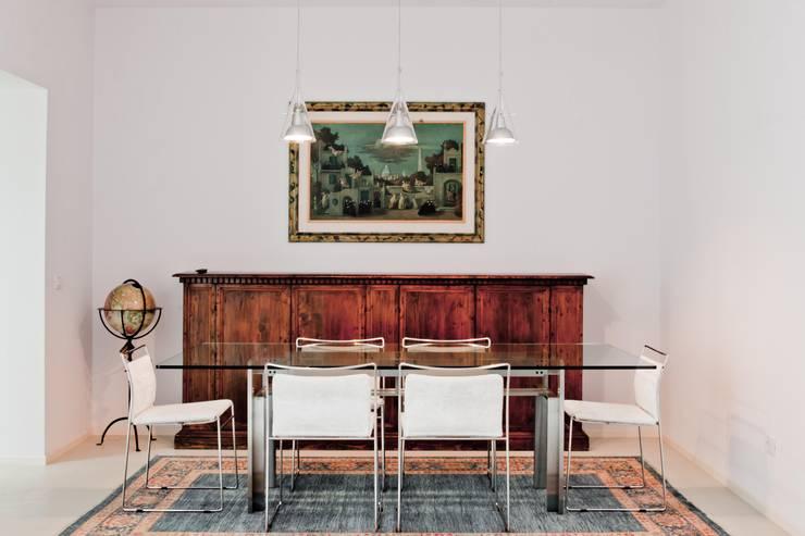 Soggiorno: Sala da pranzo in stile  di Studio Olmeda Arch. Marco Amedeo