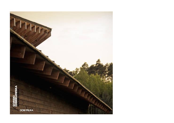 DOM PIŁKA: styl , w kategorii Domy zaprojektowany przez GÓRSKI CHMIELEWSKA ARCHITEKCI