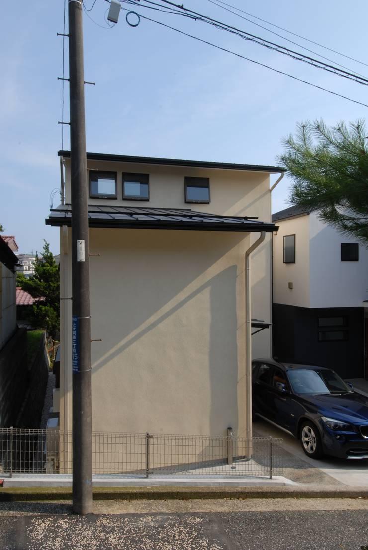 狭小間口の外観: 株式会社TERRAデザインが手掛けた家です。