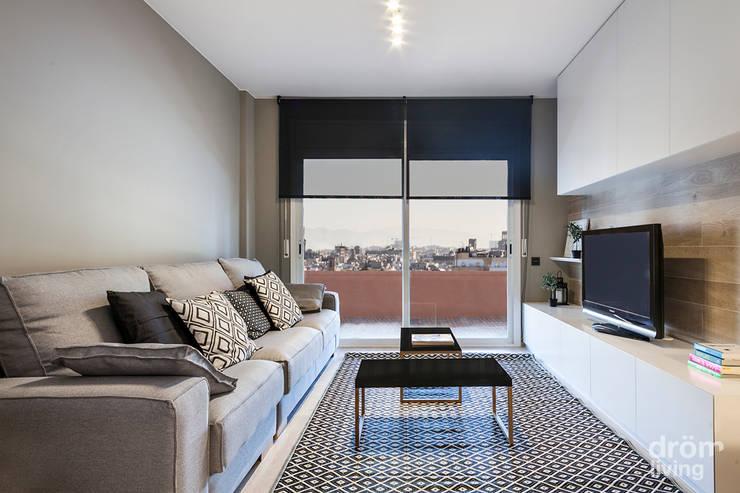 Salas / recibidores de estilo clásico por Dröm Living