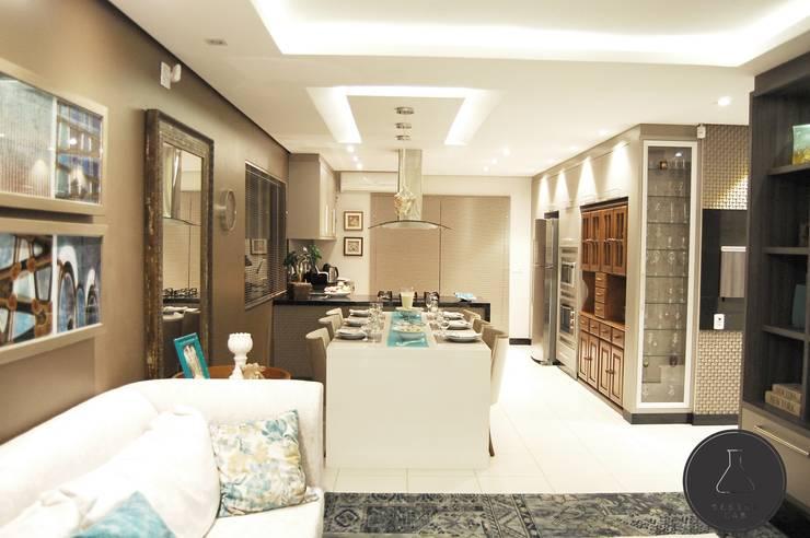 Estar Gourmet: Salas de jantar  por EDW Design de Interiores | LightDesign