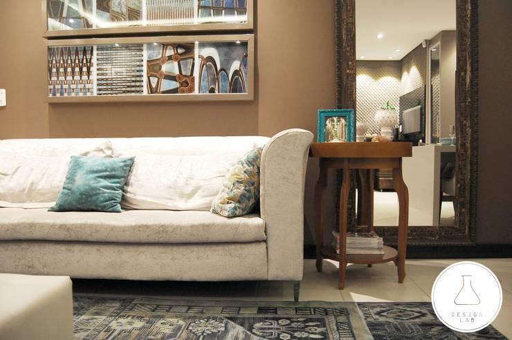 Salas / recibidores de estilo moderno por EDW Design de Interiores | LightDesign