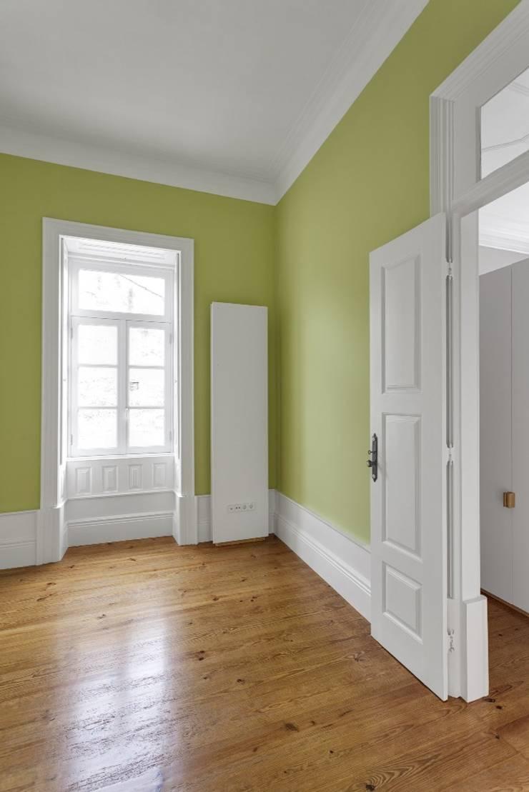 Recuperação de casa em Ovar: Quartos  por Nelson Resende, Arquitecto