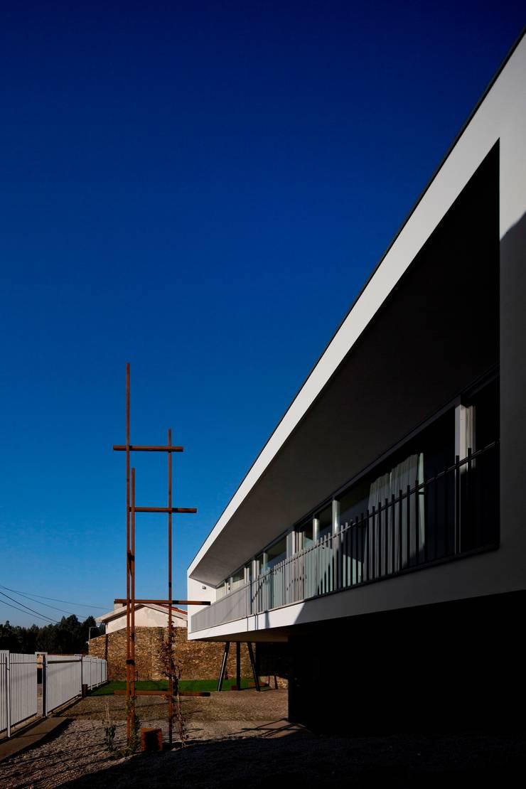 Casa no Sobral: Casas  por Nelson Resende, Arquitecto