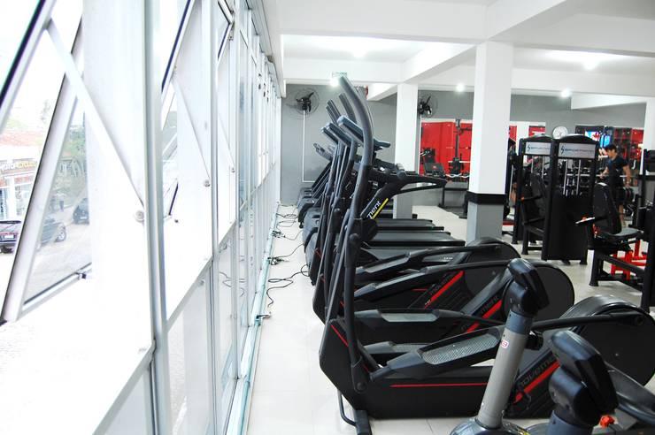 Espaço Fitness: Espaços comerciais  por EDW Design de Interiores | LightDesign