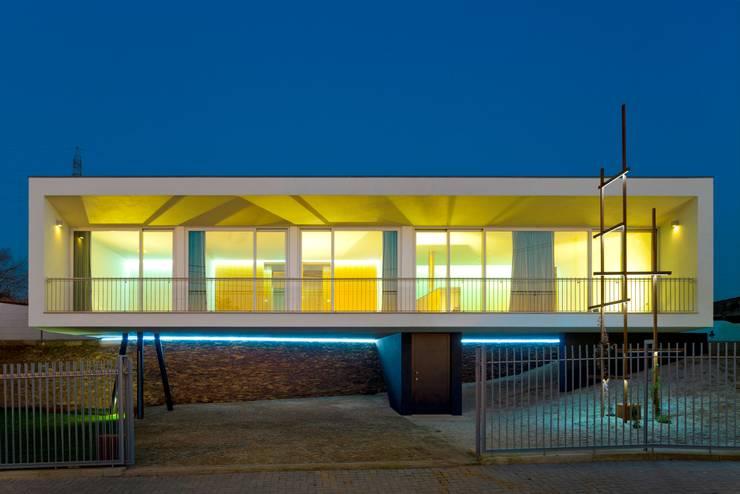 Casa no Sobral: Casas modernas por Nelson Resende, Arquitecto