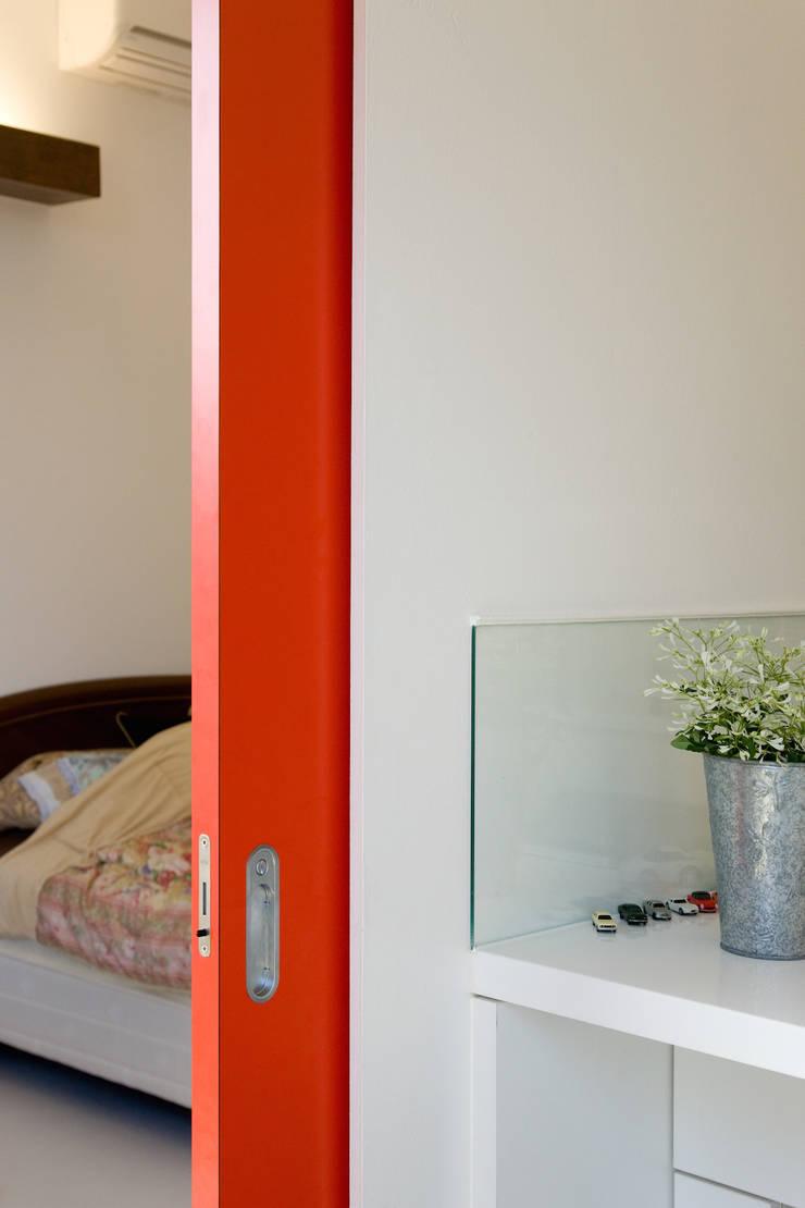鉄板ハウス: sngDESIGNが手掛けた窓です。