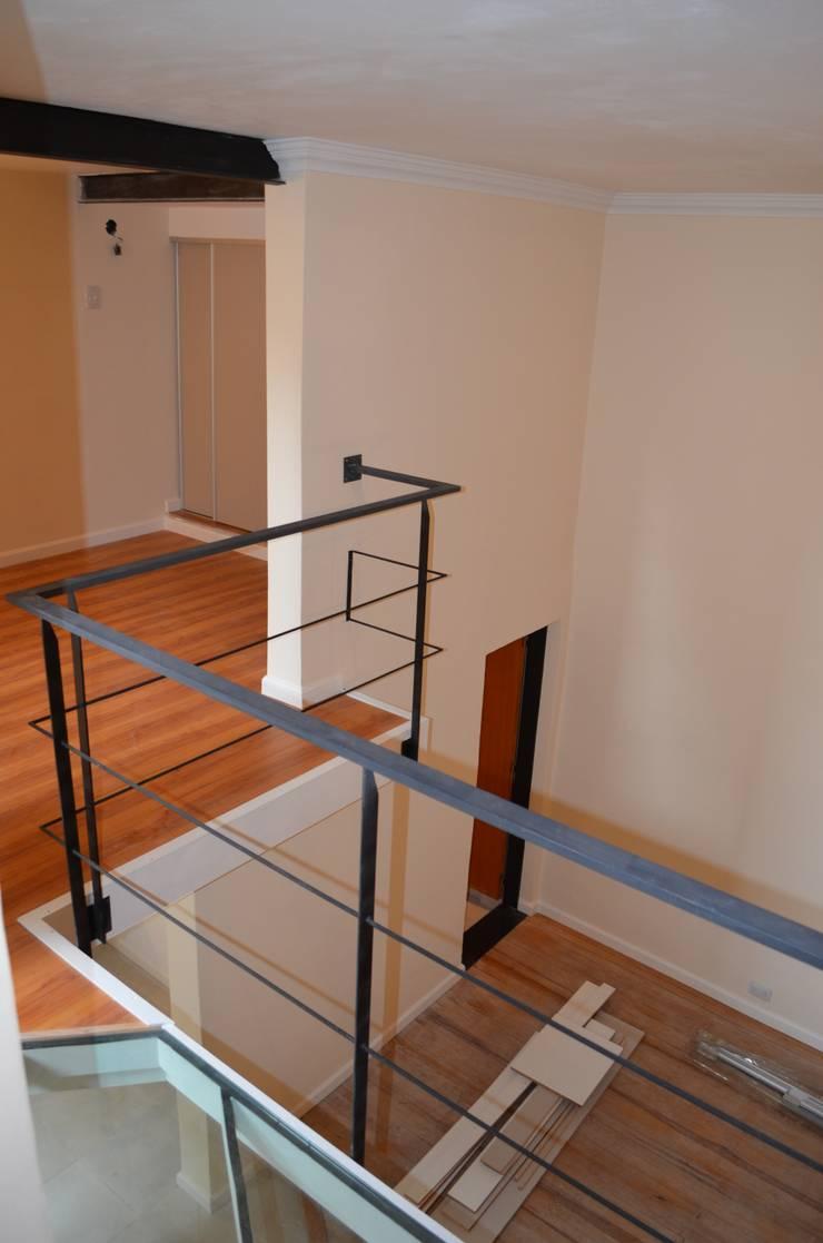 Planta Alta - dormitorio principal: Dormitorios de estilo  por Area61 Arquitectura