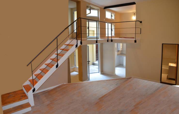 Doble altura en living: Livings de estilo  por Area61 Arquitectura