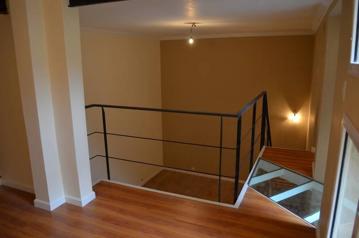 Vista entrepiso: Dormitorios de estilo  por Area61 Arquitectura