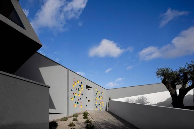 Casa em Souto: Casas  por Nelson Resende, Arquitecto