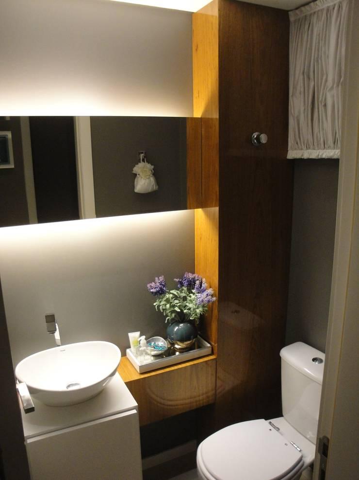 Apartamento em Balneário Camboriú – SC – Brasil: Banheiros  por Modulo2 Arquitetos Associados.,Moderno MDF