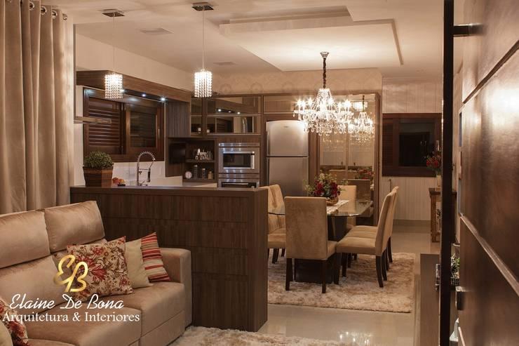 Projeto de arquitetura de interiores residencial.: Cozinhas  por Elaine de Bona Arquitetura e Interiores