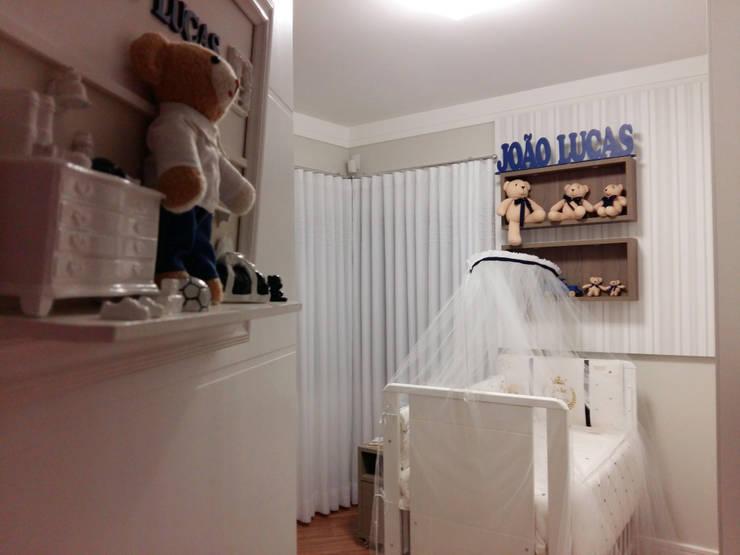 Quartinho de Bebê: Quarto infantil  por Elaine de Bona Arquitetura e Interiores ,Moderno