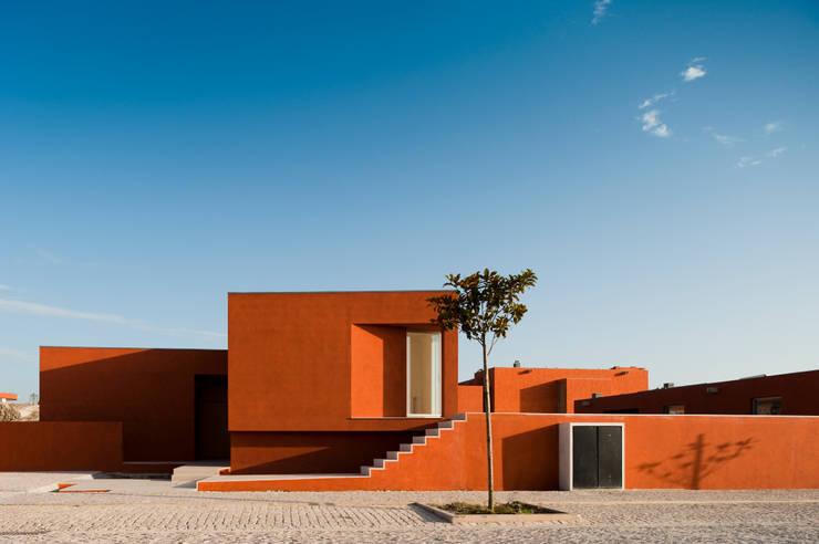 Дома в . Автор – Atelier dos Remédios