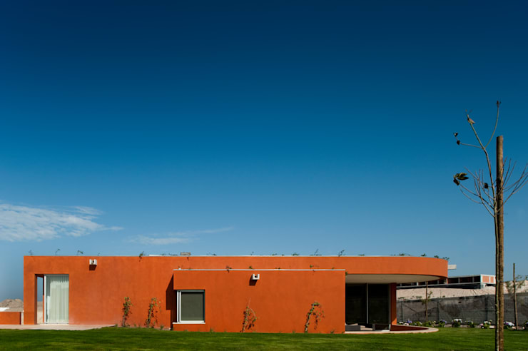 O House - Bom Sucesso, Design Resort, Leisure & Golf, Óbidos: Casas  por Atelier dos Remédios