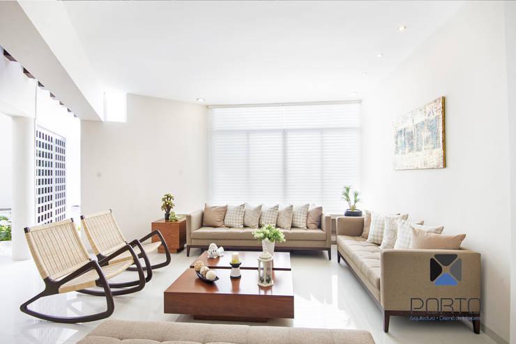 """Proyecto Residencial """"Casa CA18"""": Salas de estilo  por PORTO Arquitectura + Diseño de Interiores"""