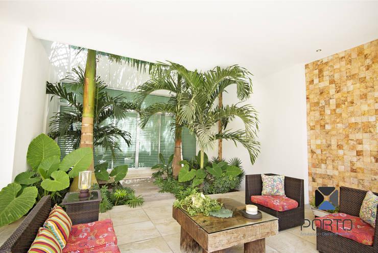 """Proyecto Residencial """"Casa CA18"""": Jardines de estilo  por PORTO Arquitectura + Diseño de Interiores"""