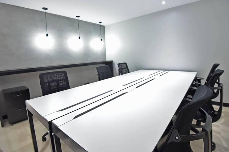 La Maquinita: Estudios y oficinas de estilo  por Trua arqruitectura,Moderno