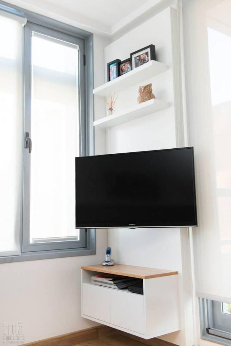 Departamento CONCEPCION ARENAL: Dormitorios de estilo  por Trua arqruitectura,