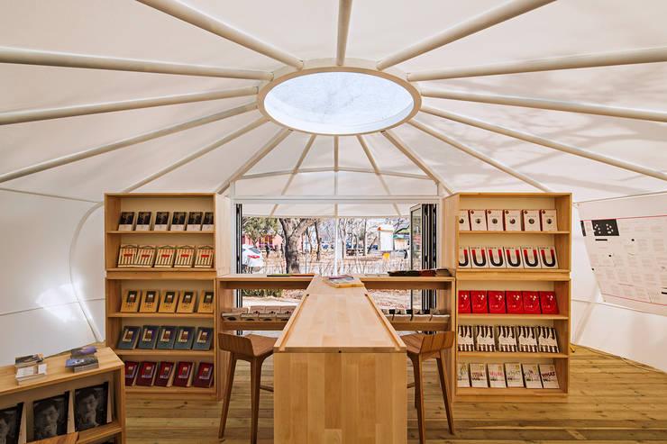 Mobile library by SpaceTong (ArchiWorkshop): 건축공방  'ArchiWorkshop'의