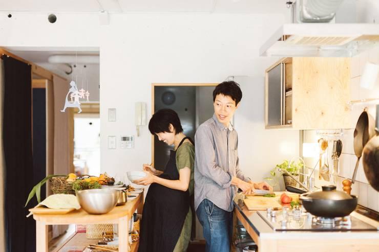 間取りが自由に動かせるマンションリノベーションmaru(マル)シリーズ第1号: すまい研究室 一級建築士事務所が手掛けたキッチンです。