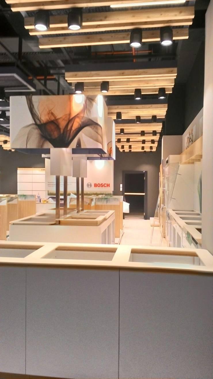 yön mimarlık proje taahhüt inşaat san. tic. ltd. şti – Beyaz eşya mağazası:  tarz Ofisler ve Mağazalar, Modern