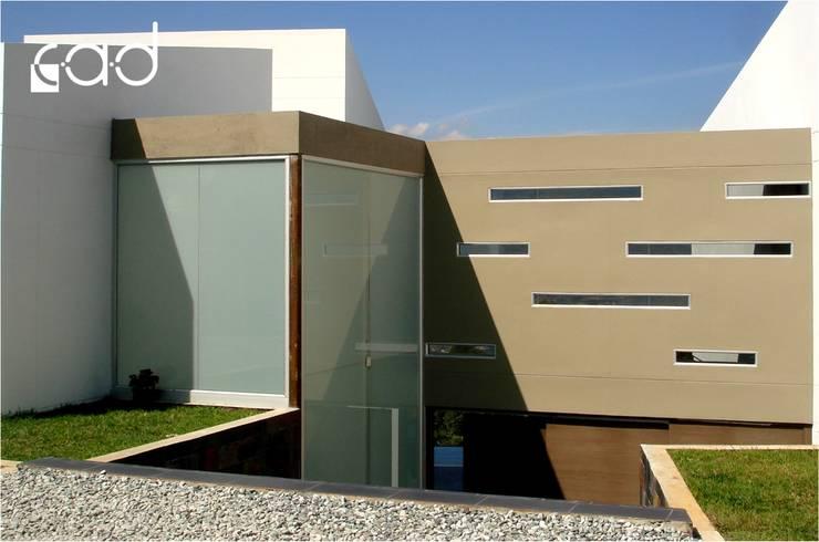 Casa Loma del Chocho - diseño arquitectónico y construcción - Envigado:  de estilo  por Centro de Arquitectura y Diseño | CAD
