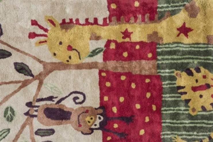 Girafe and Friends KIDS CARPET MYRUGS.IN: modern  by MYRUGS.IN,Modern