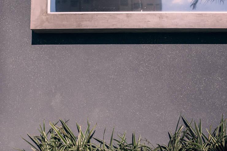 Detalhe acabamento fachada: Edifícios comerciais  por Andréia Figueiredo Arquitetura,