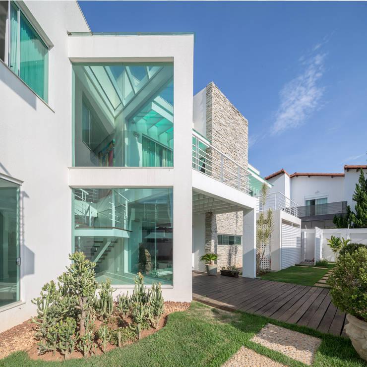 Residência Ville: Casas  por JERAU Projetos Sustentáveis