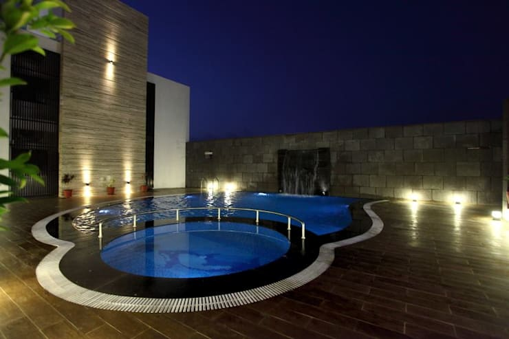 Hotel The Grand Daksh: modern Pool by RUST the design studio