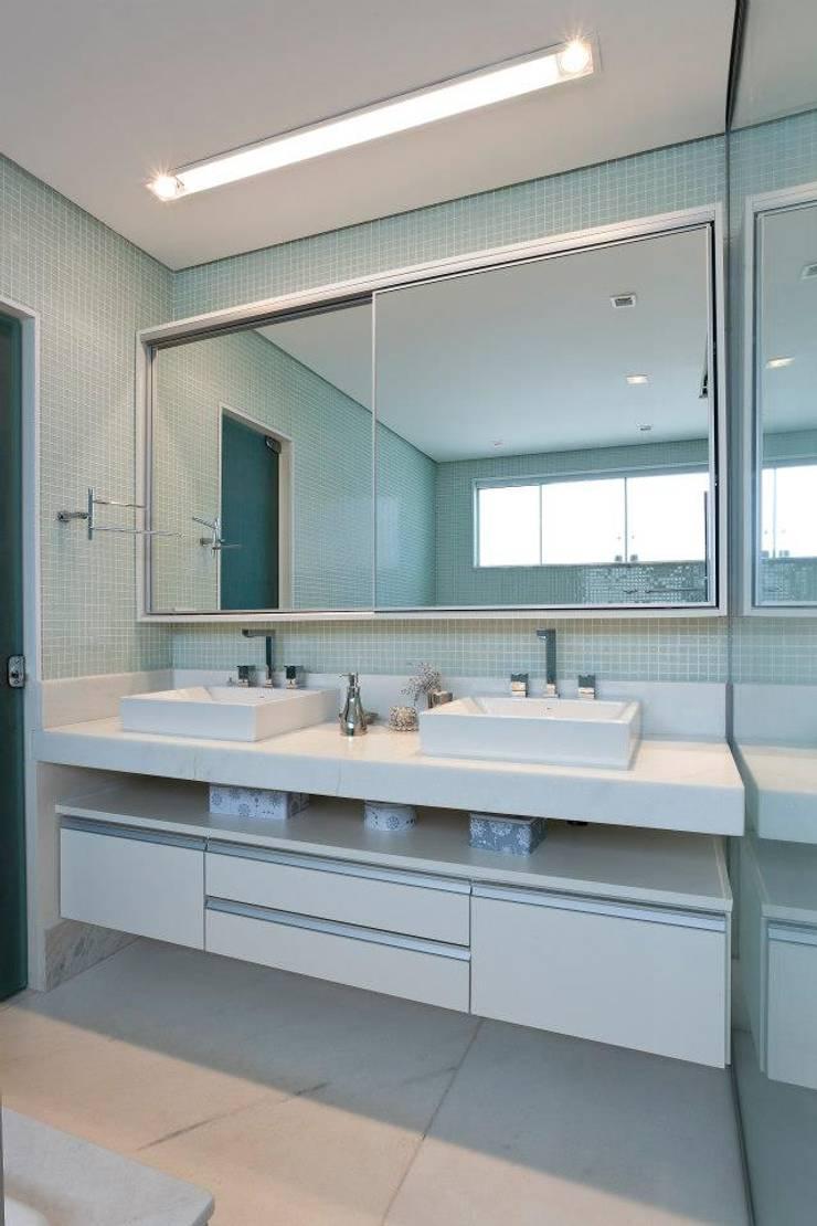 Banho: Banheiro  por Gislane Lima - Interior Design