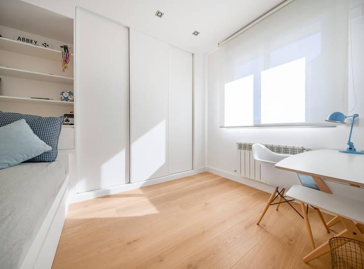 CHALET MAJADAHONDA: Camera da letto in stile  di Tarimas de Autor