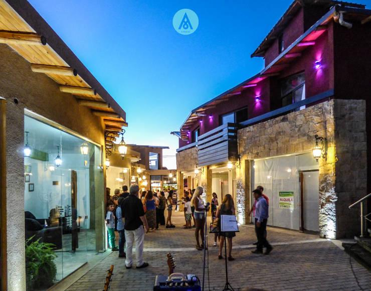 Galeria Comercial en Mina Clavero - Cordoba: Casas de estilo  por AARQUM