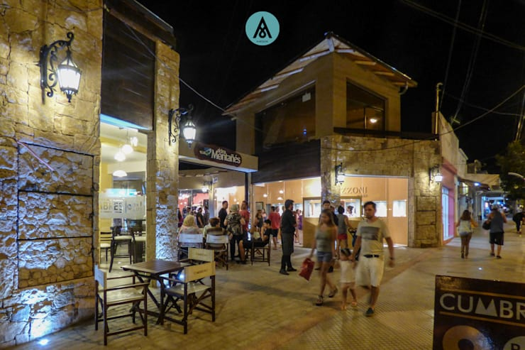 Galeria Comercial en Mina Clavero – Cordoba: Casas de estilo  por AARQUM