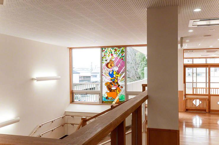 2階廊下より: マルグラスデザインスタジオが手掛けた学校です。,