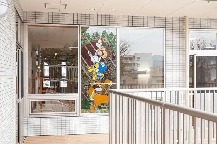 2階バルコニーより: マルグラスデザインスタジオが手掛けた学校です。,