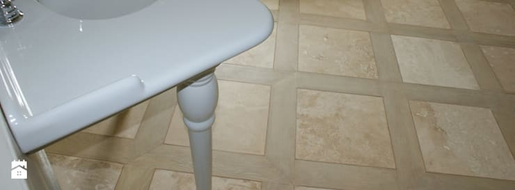 Posadzka w kamieniu trawertyn 'Ivory': styl , w kategorii Łazienka zaprojektowany przez Stone Mason I Sp. z o.o.