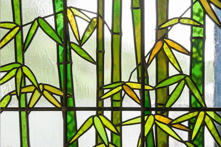 竹のクローズアップ1: マルグラスデザインスタジオが手掛けた窓&ドアです。,