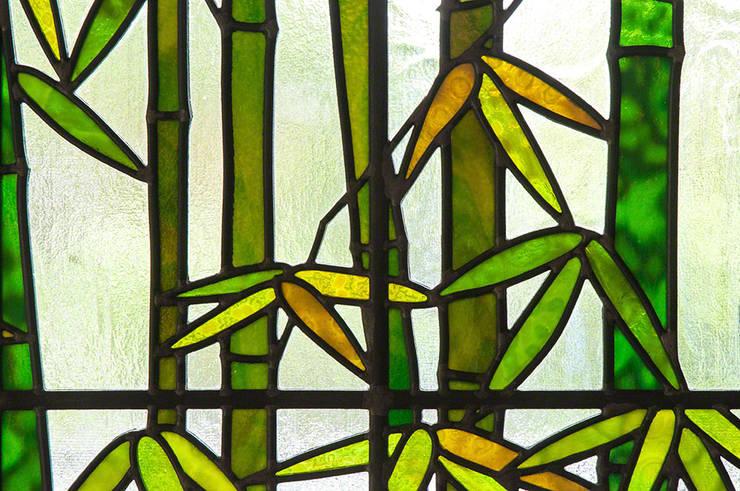 竹のクローズアップ2: マルグラスデザインスタジオが手掛けたリビングルームです。,