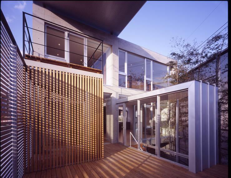 テラス: 有限会社Kaデザインが手掛けたテラス・ベランダです。