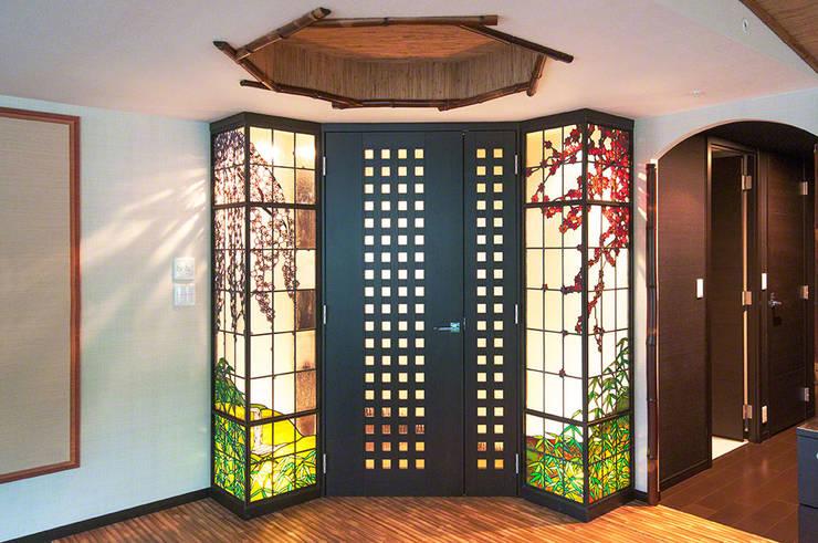 Окна и двери в . Автор – マルグラスデザインスタジオ