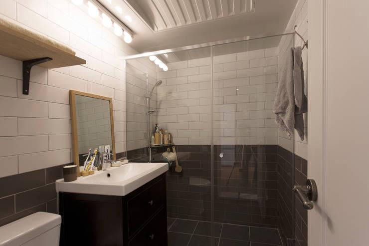 작업실 같은 집: 매트그라퍼스의  욕실