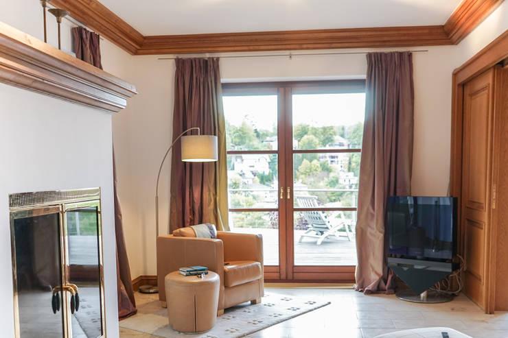 Staging einer Villa zum Verkauf:  Arbeitszimmer von Home Staging Gabriela Überla