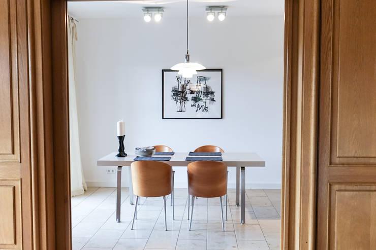 Staging einer Villa zum Verkauf:  Esszimmer von Home Staging Gabriela Überla